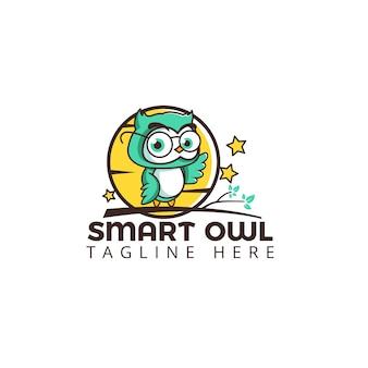 Smart sowa logo szablon cute znaków na drzewie z księżyca i gwiazd