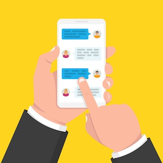 Smartfon z aplikacją z polami czatu
