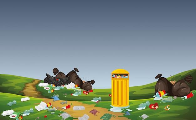 Śmieci na scenie parku