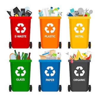 Śmieci w pojemnikach na śmieci z posortowanymi ikonami śmieci
