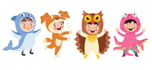 Śmieszne dzieci czekające na kostiumy zwierząt