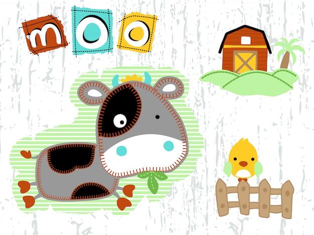 Śmieszne kreskówka krowa z małym ptaszkiem w podwórzu