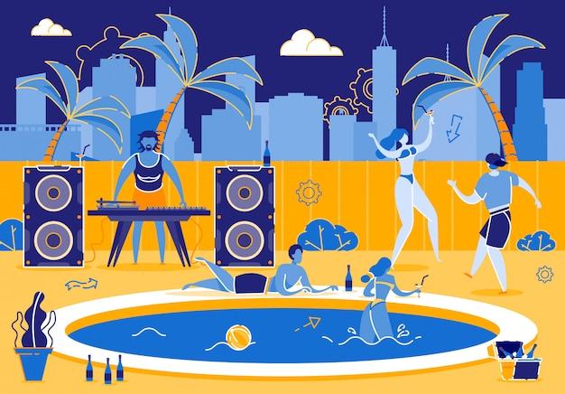 Śmieszny przyjęcie przy basenów młodymi ludźmi na gorącym letnim dniu