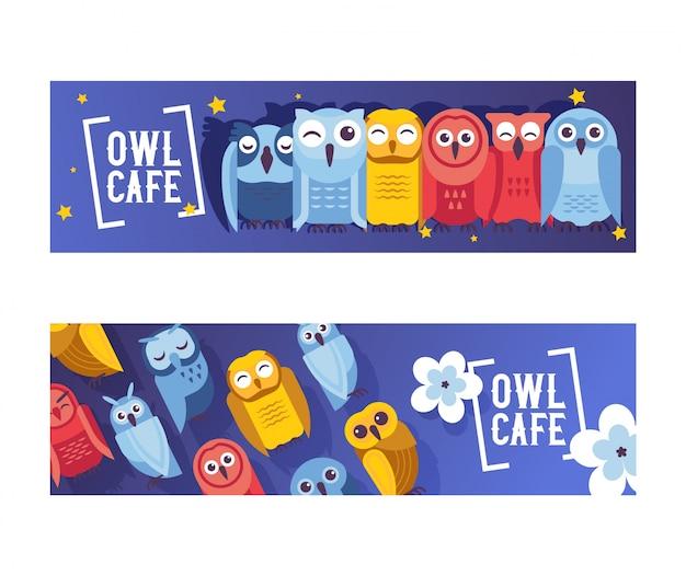 Sowa kawiarnia zestaw bannerów wektorowych ilustracji. kreskówka mądre ptaki ze skrzydłami w różnych kolorach