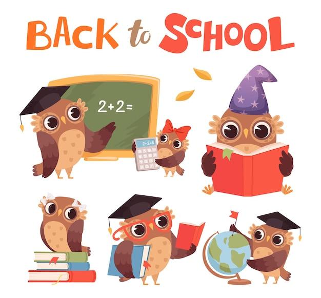 Sowy z kreskówek. śliczne sprytne ptaki leśne z książkami wektor zestaw. ilustracja edukacji ptasiej sowy, nauczyciel w szkole i uczniowie
