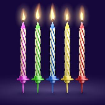 Spalony przyjęcie urodzinowe i xmas świeczki odizolowywać. ilustracja wektorowa realistyczne 3d. ogień świecy na święta bożego narodzenia lub urodziny