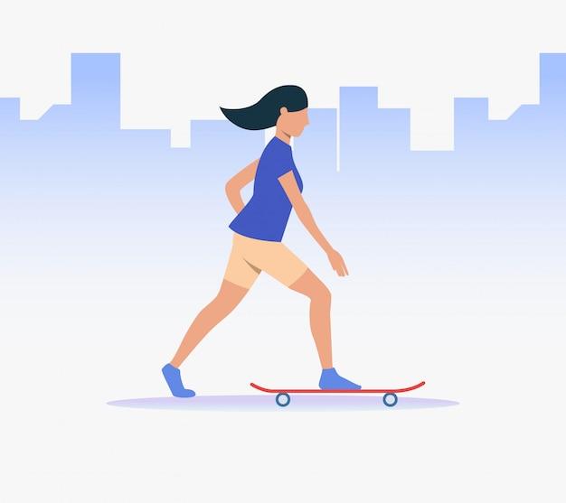 Sportowa kobieta jazda na deskorolce