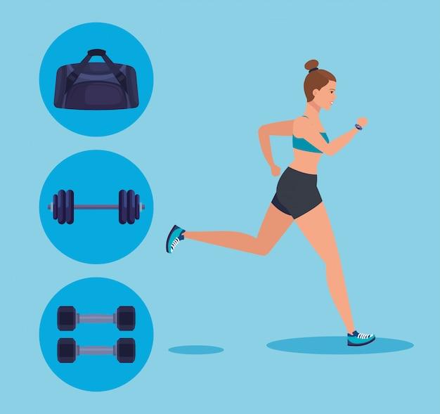 Sprawności fizycznej kobiety bieg z torbą i ciężar z dumbbells