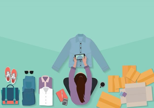 Sprzedaż koncepcji pomysłów online właściciel małej firmy, kobiety z widokiem z góry robiące zdjęcia do koszul
