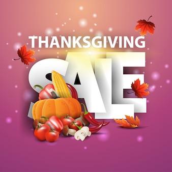 Sprzedaż w święto dziękczynienia, różowy baner z rabatem z dużymi literami, jesienne liście i jesienne zbiory.