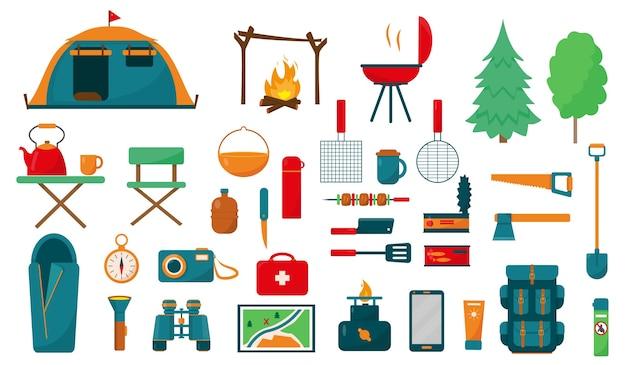 Sprzęt kempingowy lub turystyczny ustawiony na białym tle. duży zbiór elementów lub ikon dla koncepcji kempingu. ilustracja.