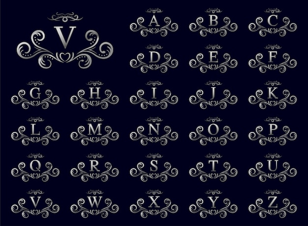 Srebrna luksusowa litera od a do z na niebieskim tle