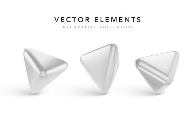 Srebrne geometryczne obiekty 3d z cieniem na białym tle