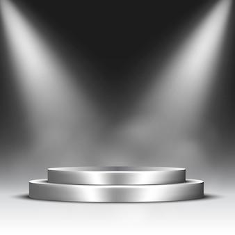 Srebrne podium z reflektorami i parą. piedestał.