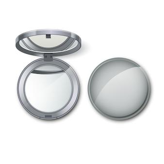 Srebrny metalowy okrągły kieszonkowy kosmetyk tworzą małe lustro na białym tle