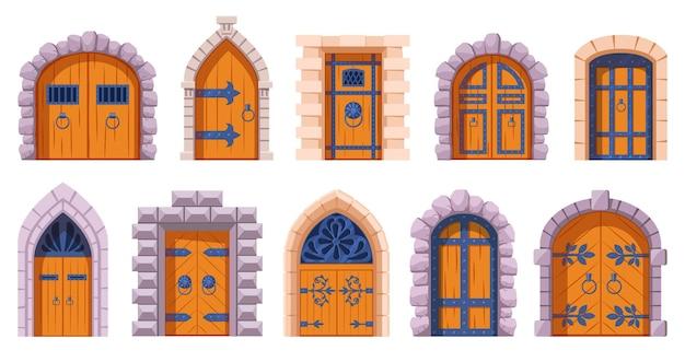 Średniowieczne drzwi zamku. kreskówka starożytnych drewnianych bram twierdzy, średniowiecznych zamków królestwa bramy