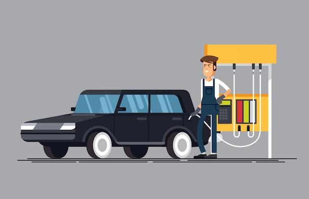 Stacja paliw. pracownik napełniający wlewa benzynę do samochodu.