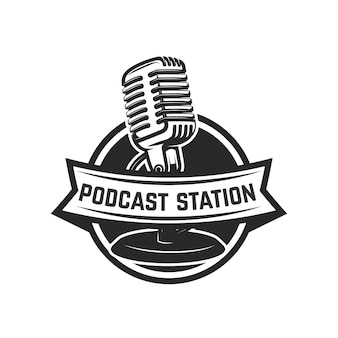 Stacja podcastowa. szablon godło z mikrofonem retro. element na logo, etykietę, godło, znak. ilustracja