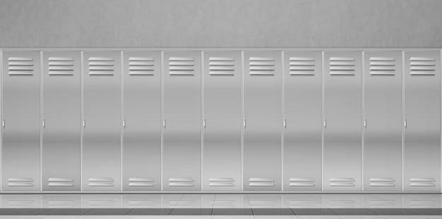 Stalowe szafki w szkolnym korytarzu lub przebieralni