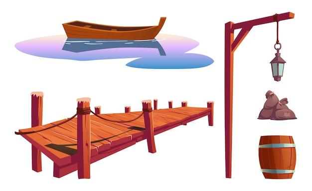 Stare drewniane molo na rzece, morzu lub jeziorze, powierzchnia wody z łodzią, słup z latarnią, beczka, torby na białym tle