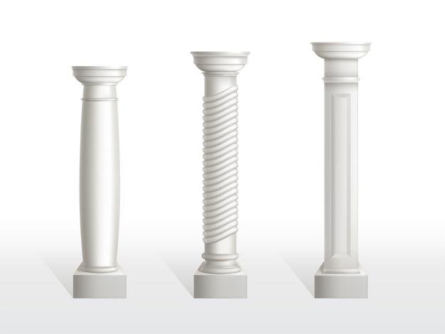 Starożytne kolumny ustawione na białym tle. antyczne klasyczne kamienne ozdobne filary architektury rzymskiej lub greckiej do wnętrz lub elewacji. elementy zabytkowe stolarki realistyczne 3d ilustracji wektorowych