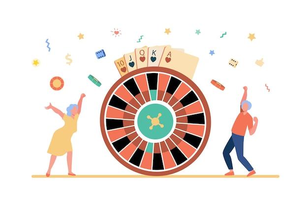 Starsi ludzie wygrywający pieniądze w kasynie.