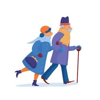 Starsza para, mężczyzna i kobieta, w ciepłych ubraniach, śpieszy, pędzi, biegnie szybko, spóźnia się, starając się dotrzeć do celu na czas.