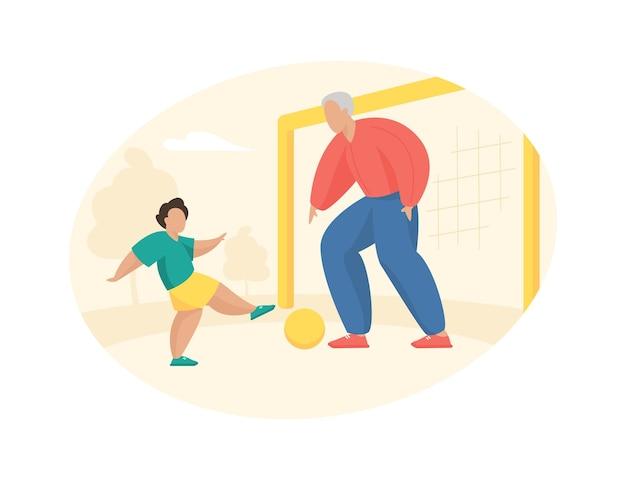 Starszy mężczyzna gra w piłkę nożną z chłopcem. dziadek stoi na bramce i uderza piłkę w swojego wnuka. aktywna gra w otwartej letniej przestrzeni