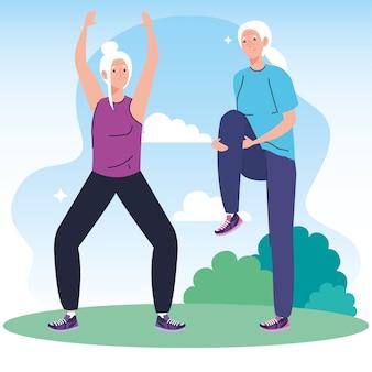 Starszy para ćwiczy ćwiczenia na świeżym powietrzu.