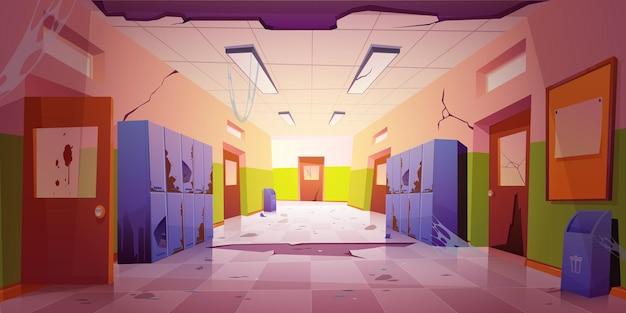 Stary, brudny korytarz szkolny z uszkodzonymi szafkami