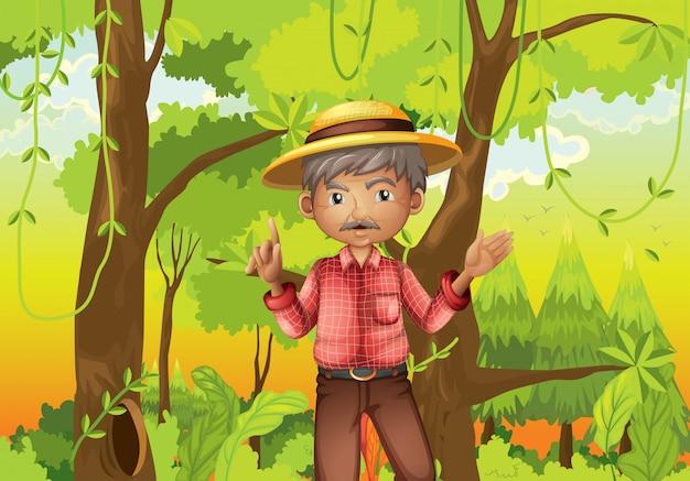 Stary człowiek stojący pośrodku lasu