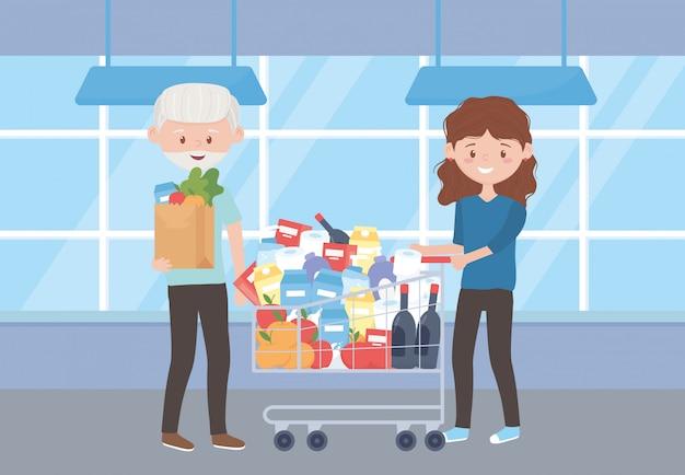 Stary człowiek z torbą na zakupy i kobieta z wózkiem pełny zakup nadwyżki