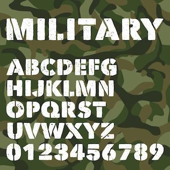 Stary wojskowy alfabet, pogrubione litery i cyfry na zielonym kamuflażu armii