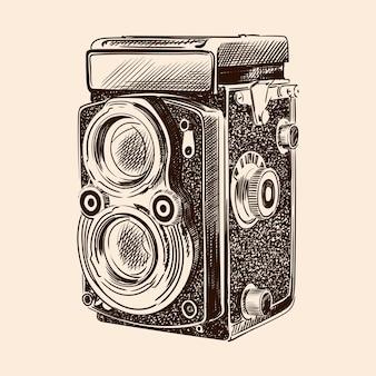 Stary zabytkowy aparat z dwoma obiektywami na białym tle na beżowym tle.