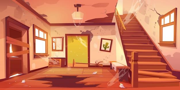 Stary zaniechany domowy korytarz przy dniem