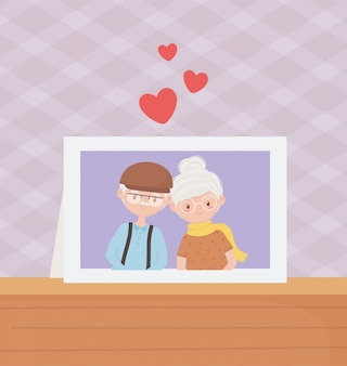 Starzy ludzie, śliczna para dziadków ramka na zdjęcia w stole