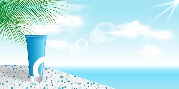 Stojak na produkty kosmetyczne stoi obok niebieskiej plaży oceanu z liściem palmowym, ceramiką lastryko
