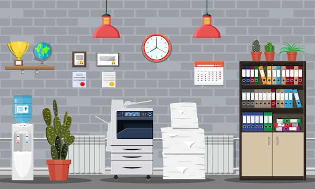 Stos dokumentów papierowych i drukarki. wnętrze budynku biurowego. stos dokumentów. sterta dokumentów biurowych. rutyna, biurokracja, duże zbiory danych, papierkowa robota, biuro. w stylu płaskiej