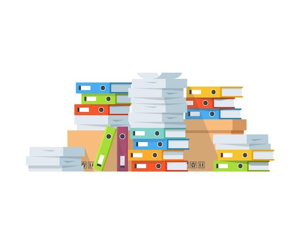 Stos dokumentów papierowych i teczek z plikami.