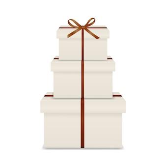 Stos trzech realistycznych białych pudełek z brązową wstążką i kokardą