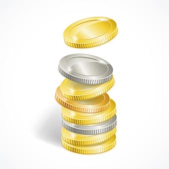 Stosy monet złotych i srebrnych na białym tle