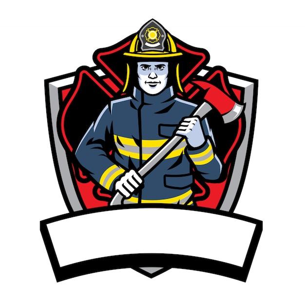 Strażak pozowanie trzymać odznakę siekiery