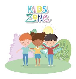 Strefa dla dzieci, słodkie dziewczyny i chłopcy w kreskówce słońce łąka