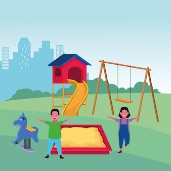 Strefa dla dzieci, szczęśliwy chłopiec i dziewczynka zjeżdżalnia piaskownica wiosna koń miasto plac zabaw