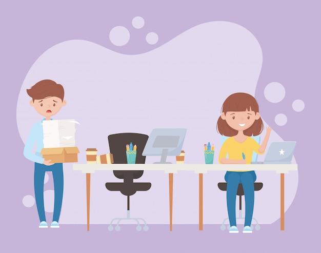 Stres w pracy, zestresowany pracownik niosący stos dokumentów i pracownica przy biurku