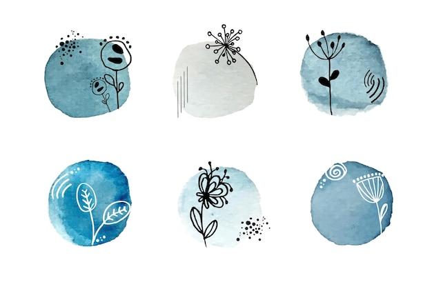 Streszczenie niebieska plama akwarela z rysunkami kwiatów i liści