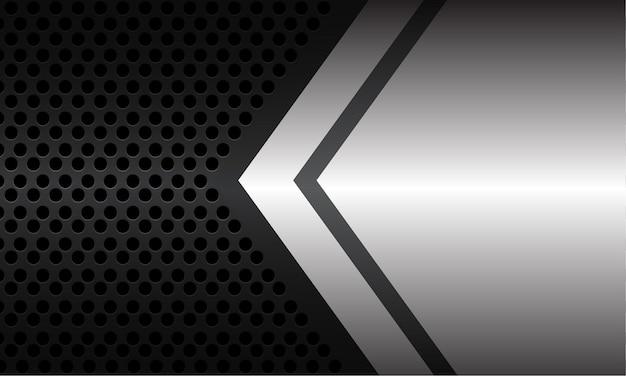 Streszczenie srebrno-szary kierunek strzałki z pustą przestrzenią na ciemnoszarym metalicznym okręgu oczek nowoczesnej luksusowej futurystycznej technologii tle