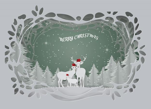 Streszczenie tło karty z rodziny jeleni żyją w lesie w sezonie zimowym.