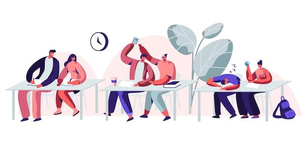 Studenci siedzący przy biurkach z wykładami na uniwersytecie. płaskie ilustracja kreskówka