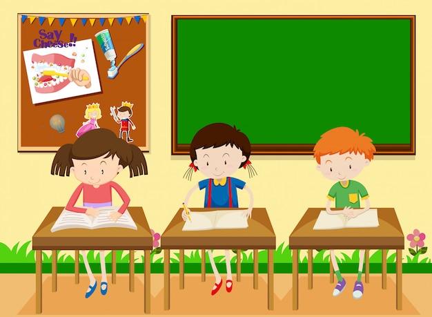 Studenci studiujący w klasie